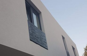 Hliníkové zábradlí na francouzská okna